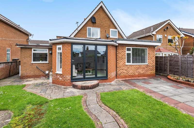 3 Bedrooms Detached House for sale in Vicars Hall Gardens, Worsley, Manchester, M28 1HZ
