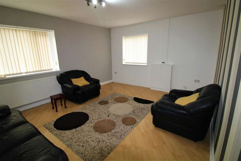 3 Bedrooms House for rent in Radcliffe Road, Bolton