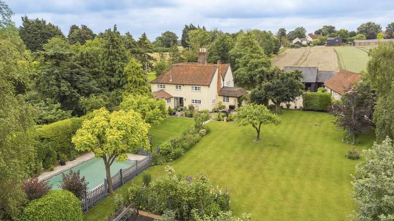 4 Bedrooms Detached House for sale in Buttles, Chelmsford Road, Dunmow