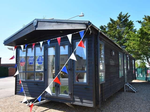 2 Bedrooms Caravan Mobile Home for sale in Martello Beach, Clacton-on-sea