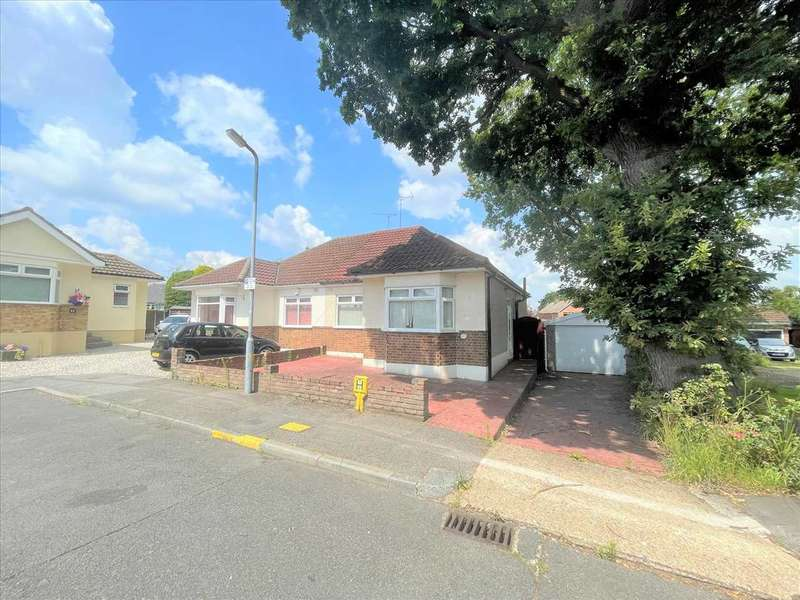 2 Bedrooms Bungalow for sale in Hares Chase, billericay