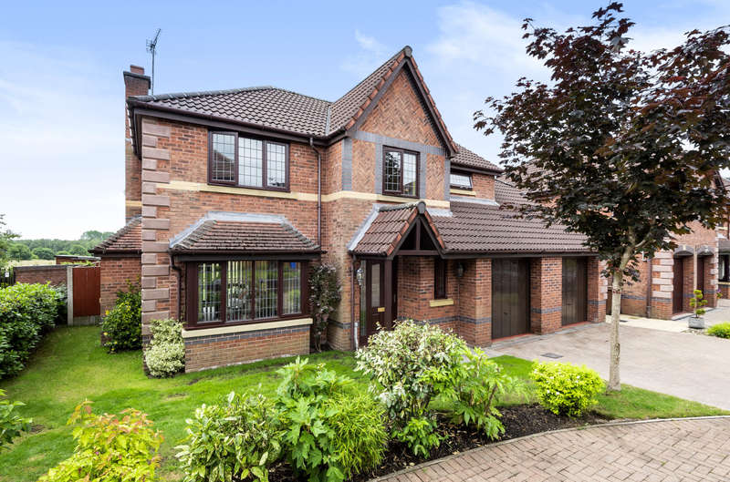 4 Bedrooms Detached House for sale in Falconwood Chase, Worsley, Manchester