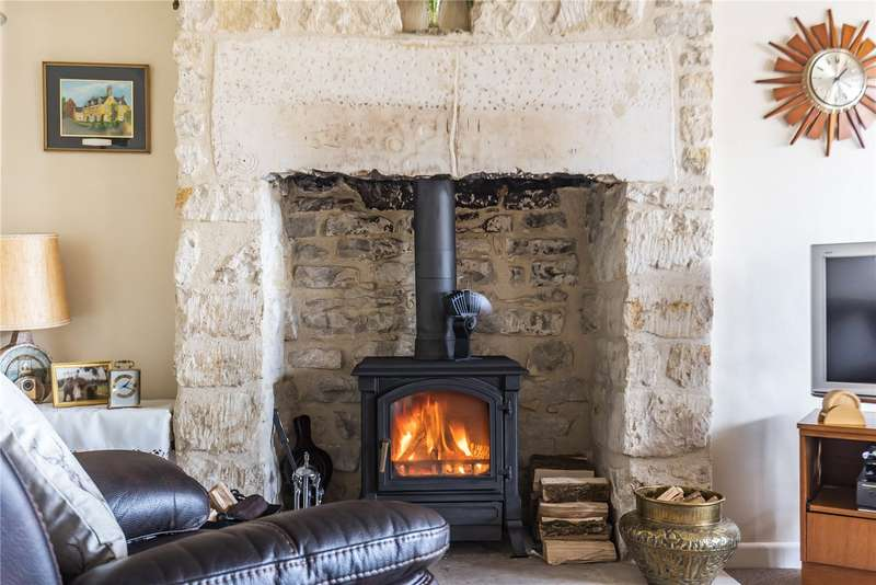 2 Bedrooms Detached House for sale in Beehive Cottage, Nailsworth, Stroud, GL6