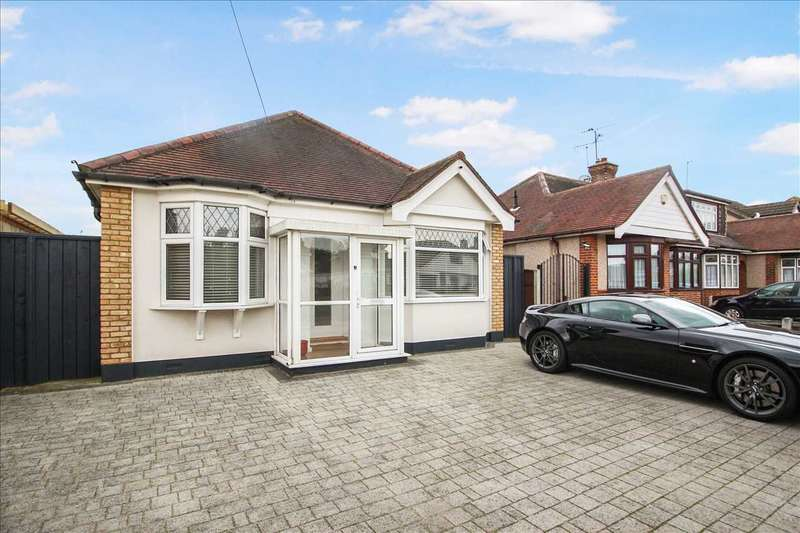 2 Bedrooms Bungalow for sale in King Edward Drive, Woodside, Grays
