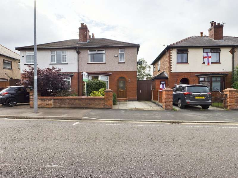 3 Bedrooms Semi Detached House for sale in The Avenue, Leigh, Greater Manchester, WN7