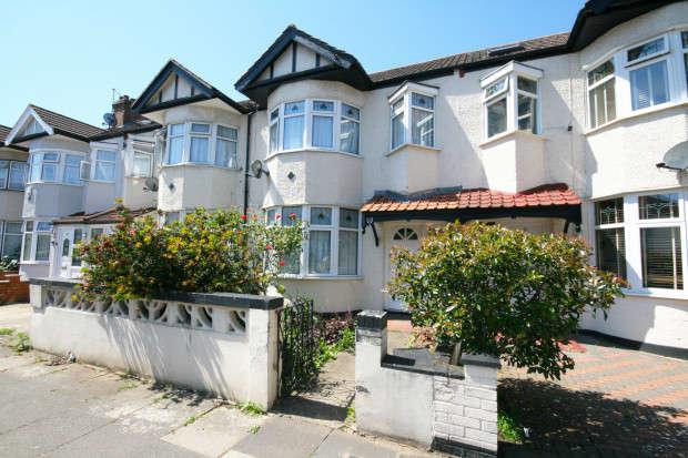 3 Bedrooms Terraced House for sale in Brockenhurst Gardens, Ilford, IG1