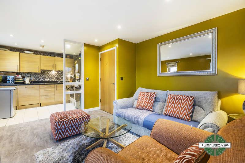 2 Bedrooms Flat for rent in Seddon Court, 67 Brooklands Road, RM7 7EB