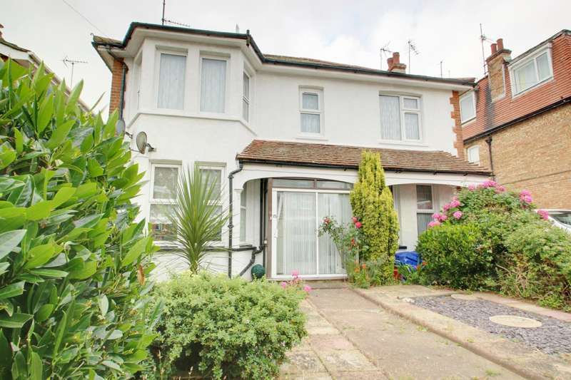 2 Bedrooms Maisonette Flat for sale in Penfold Road, Clacton-on-Sea