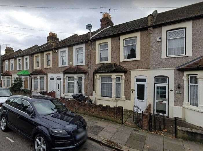 3 Bedrooms House for rent in Hunter Road, Ilford, Barking