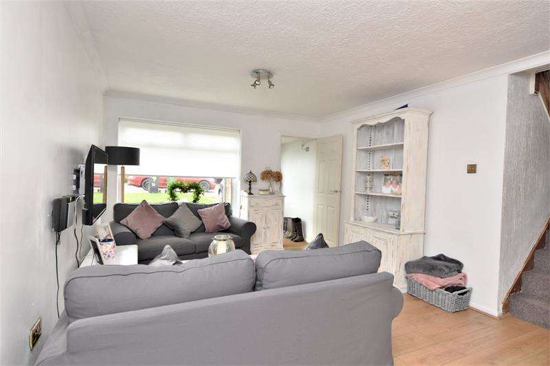 3 Bedrooms Semi Detached House for sale in Seaview Drive, Great Wakering, Essex, SS3
