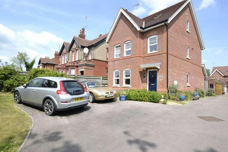 5 Bedrooms Detached House for sale in Addington Court, Barnwood Road, Gloucester, GL2