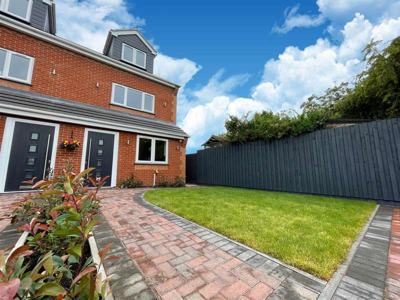 4 Bedrooms Semi Detached House for sale in Knightthorpe Road, Loughborough, LE11 5JU