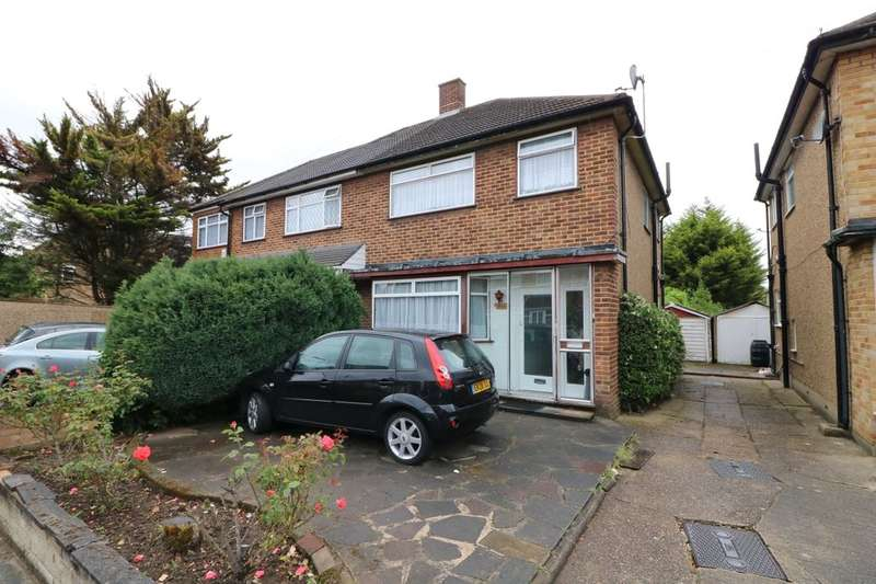 3 Bedrooms Semi Detached House for sale in Chafford Way, Romford, RM6