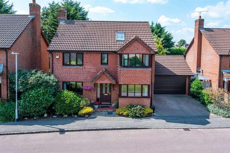 5 Bedrooms Detached House for sale in Woodward Close, Winnersh, Berkshire, RG41 5UU