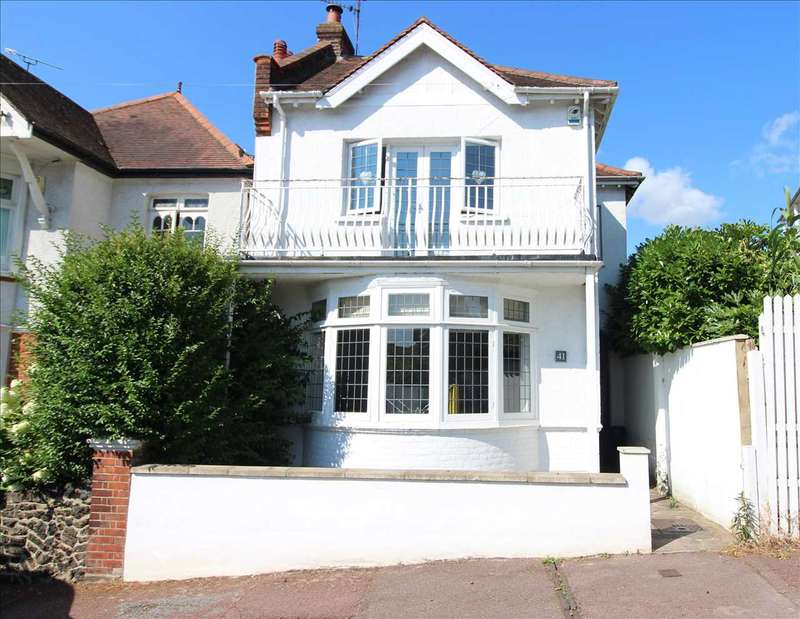 3 Bedrooms Detached House for sale in Cliff Road, Leigh On Sea