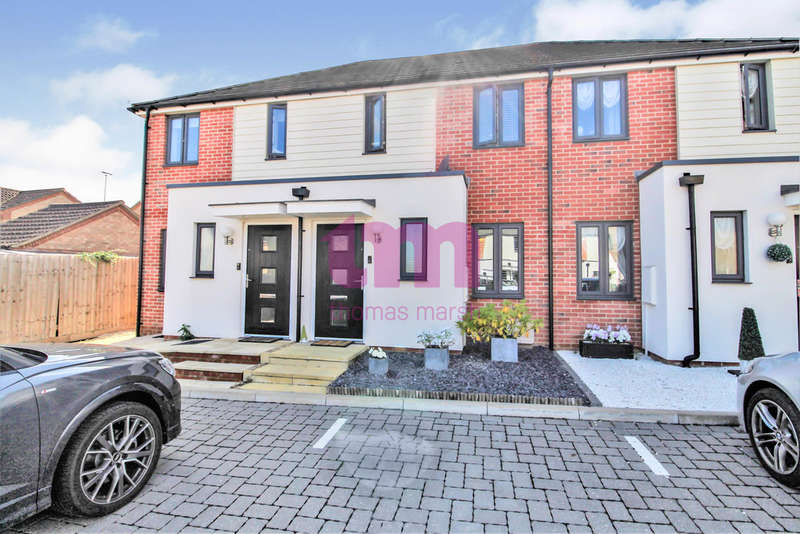 2 Bedrooms Terraced House for sale in Belhouse Avenue, South Ockendon
