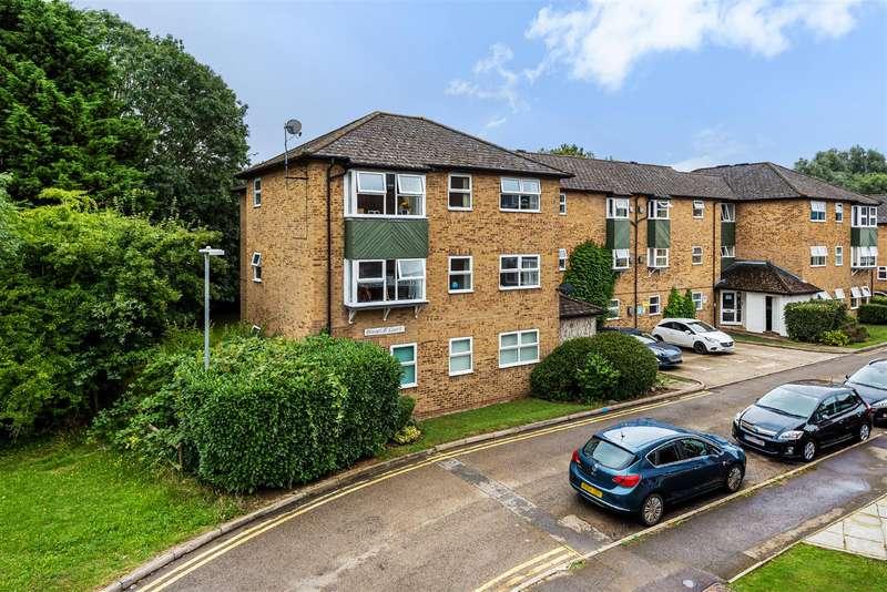 2 Bedrooms Apartment Flat for sale in Emmview Close, Wokingham, Berkshire, RG41 3DA