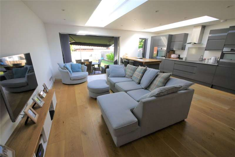 4 Bedrooms Detached House for sale in Chelmsford Road, Shenfield, Brentwood, Essex, CM15