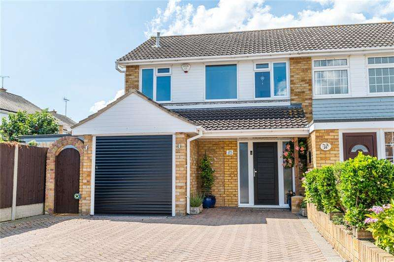 3 Bedrooms Semi Detached House for sale in Lee Lotts, Great Wakering, SS3