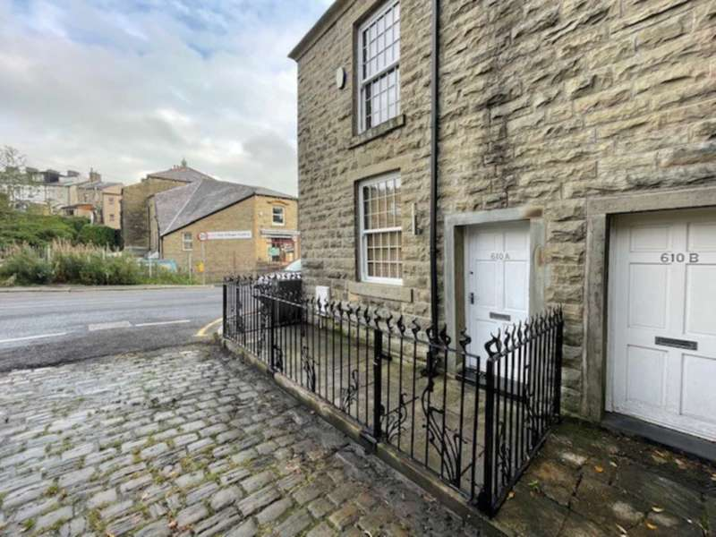 2 Bedrooms Semi Detached House for rent in Burnley Road, Rossendale
