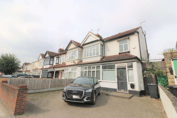 6 Bedrooms Terraced House for sale in Cranbrook Road, Ilford, IG2