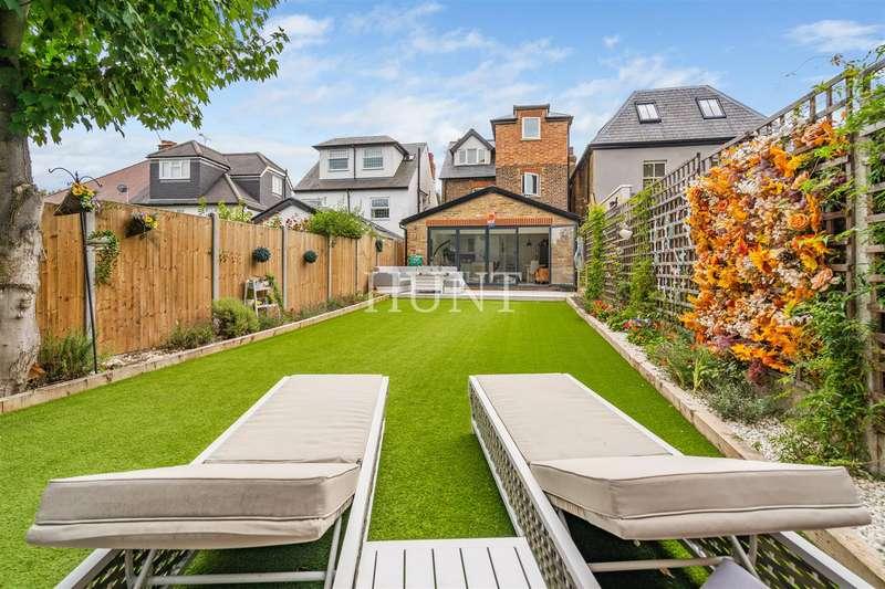 5 Bedrooms Detached House for sale in Princes Road, Buckhurst Hill IG9
