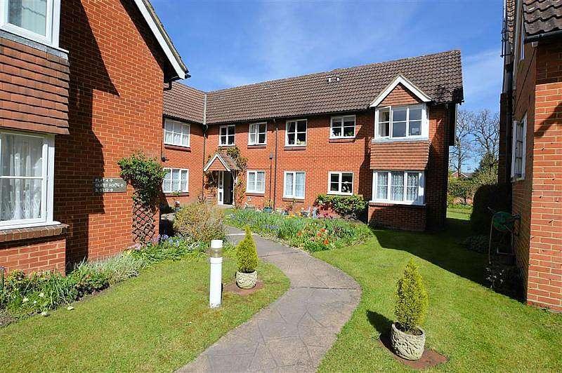 2 Bedrooms Flat for sale in Glenapp Grange, Mortimer Common, Reading, RG7
