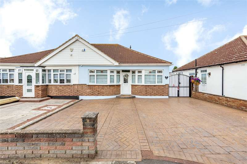 3 Bedrooms Semi Detached Bungalow for sale in Fairfield Close, Hornchurch, RM12
