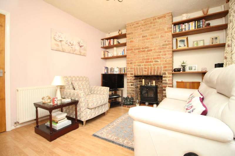 2 Bedrooms Terraced House for sale in Lorne Road, Brentwood