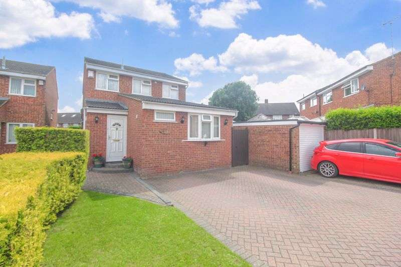 5 Bedrooms Property for sale in Extended family home with ONE BEDROOM ANNEX on Dunsmore Road, Luton
