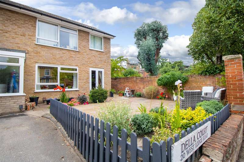 2 Bedrooms Apartment Flat for sale in Della Court, West Lodge Road, Lexden, Colchester CO3
