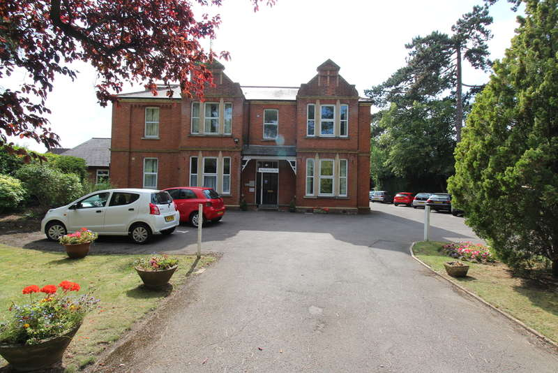 1 Bedroom Flat for sale in Hucclecote Road, Hucclecote, Gloucester, GL3