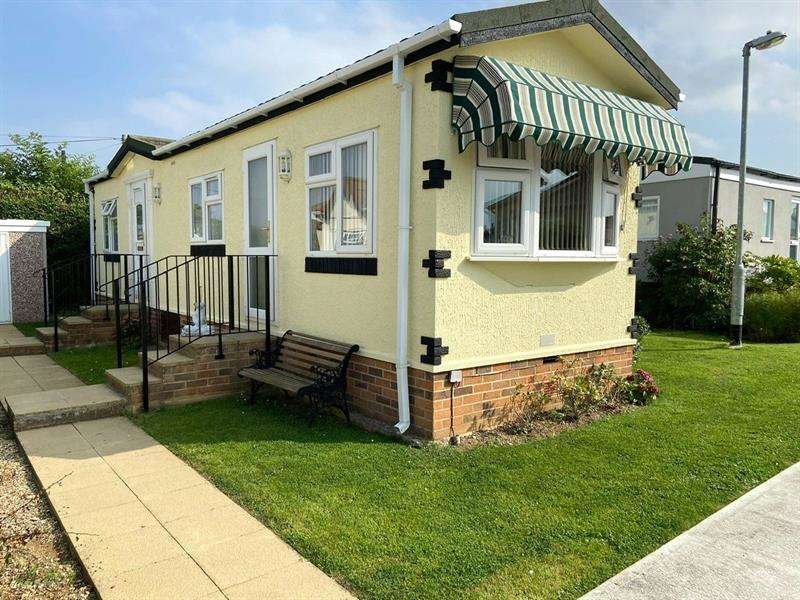 1 Bedroom Park Home Mobile Home for sale in Tower Side, Tower Park, Hullbridge, Hockley, SS5