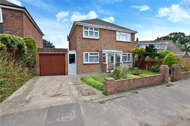 4 Bedrooms Detached House for sale in Leas Road, Clacton-on-Sea, Essex