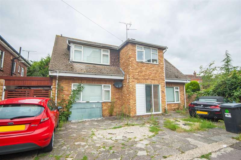 5 Bedrooms Detached House for sale in Shrublands Close, City Centre, Chelmsford