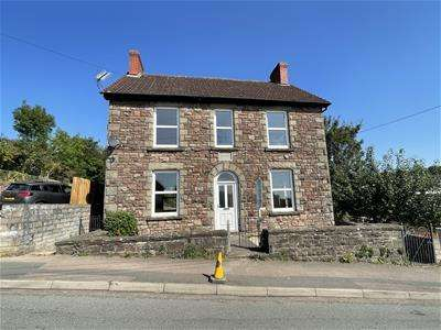 4 Bedrooms Detached House for sale in Springfield Road, Lydney