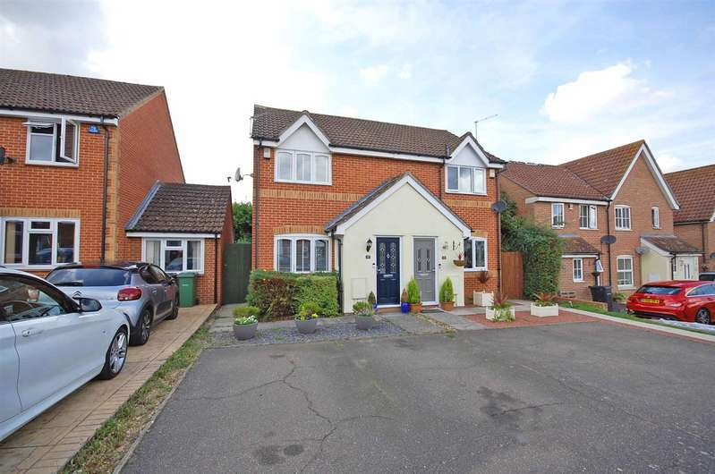 2 Bedrooms Property for sale in Clouded Yellow Close, Braintree