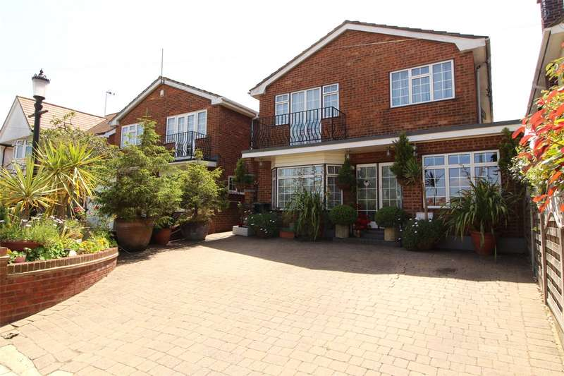 5 Bedrooms Detached House for sale in Briarwood Drive, Leigh-On-Sea, Essex, SS9