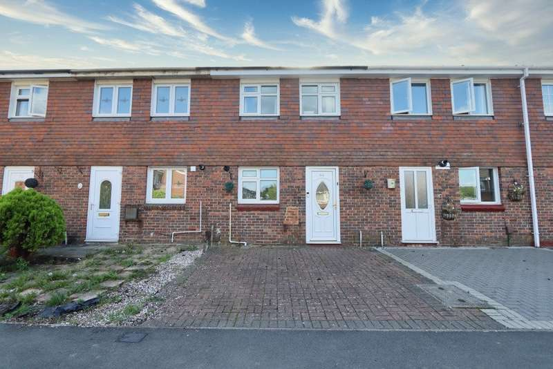 2 Bedrooms Terraced House for sale in Hitchin Close, Romford, RM3