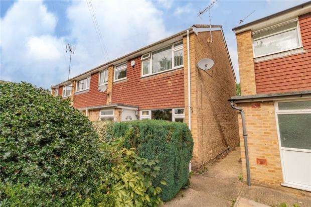 3 Bedrooms End Of Terrace House for sale in Parkview Chase, Slough, UK