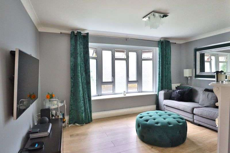2 Bedrooms Property for sale in Southwold Drive, Barking