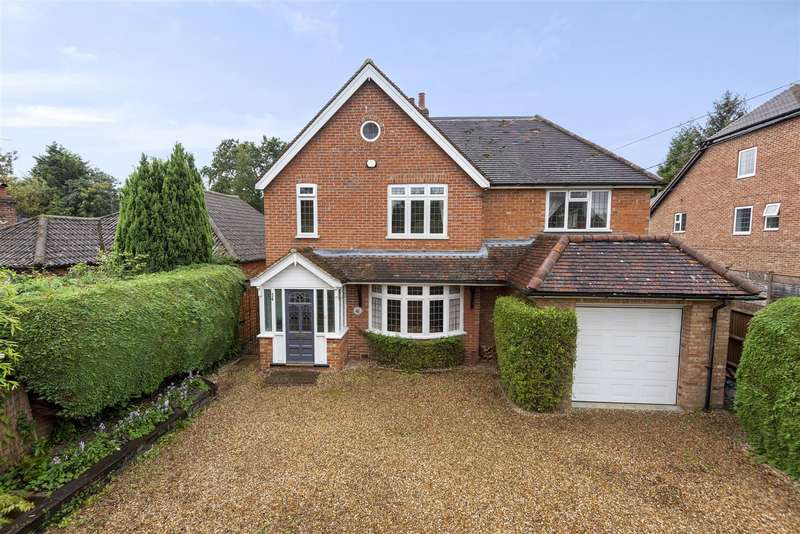 4 Bedrooms Detached House for sale in Barkham Ride, Finchampstead, Berkshire, RG40 4ET