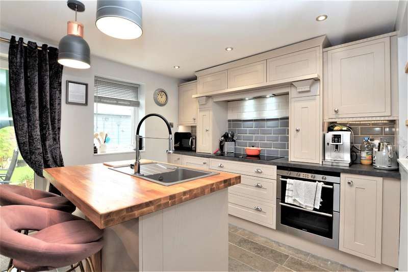 3 Bedrooms Semi Detached House for sale in Kingscote Road West, Hatherley , Cheltenham, GL51 6JP