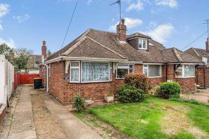 2 Bedrooms Bungalow for sale in Golden Riddy, Leighton Buzzard, Bedfordshire