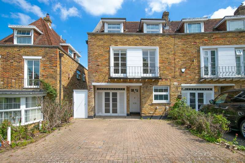 4 Bedrooms End Of Terrace House for sale in Theydon Grove, Epping