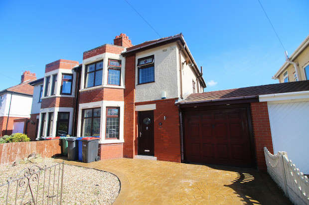 3 Bedrooms Semi Detached House for sale in Leighton Avenue, Fleetwood, FY7