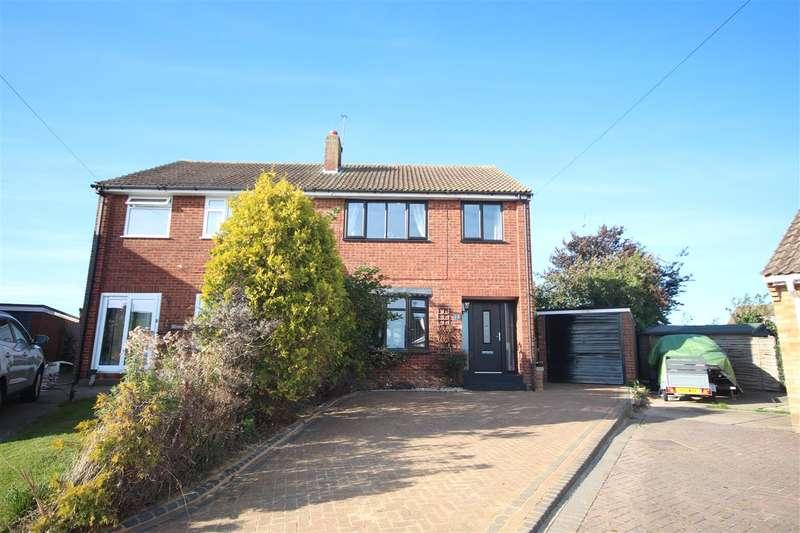 3 Bedrooms Semi Detached House for sale in Barrington Close, Little Clacton