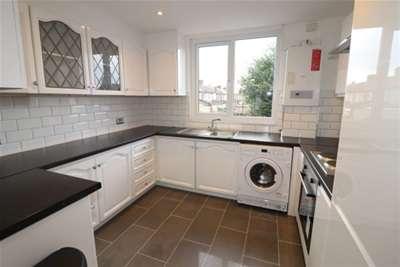 2 Bedrooms Maisonette Flat for rent in Upminster Road South, Rainham