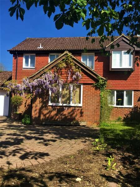 4 Bedrooms Detached House for sale in Poveys Mead, Newbury, Hampshire, RG20
