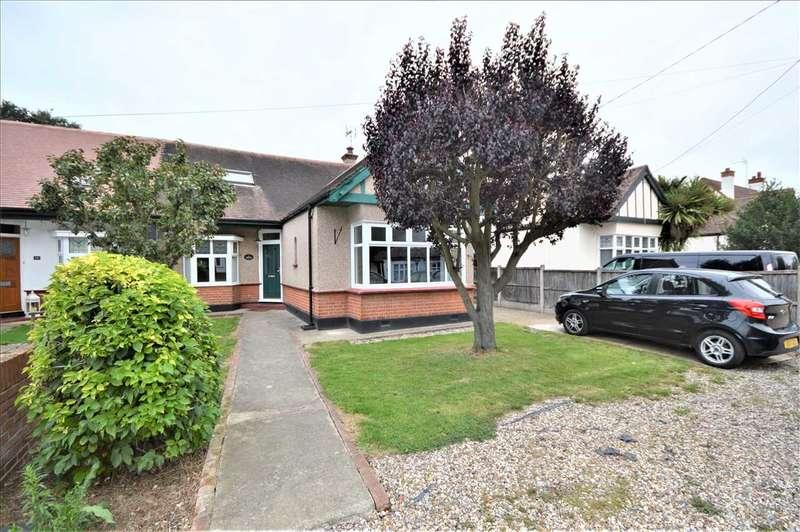4 Bedrooms Semi Detached House for rent in Oak Road, Rochford